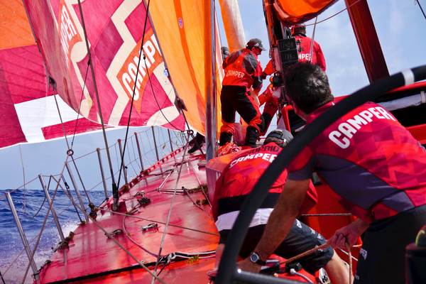 Weather Trough Splits Leading Pack as Camper Go West